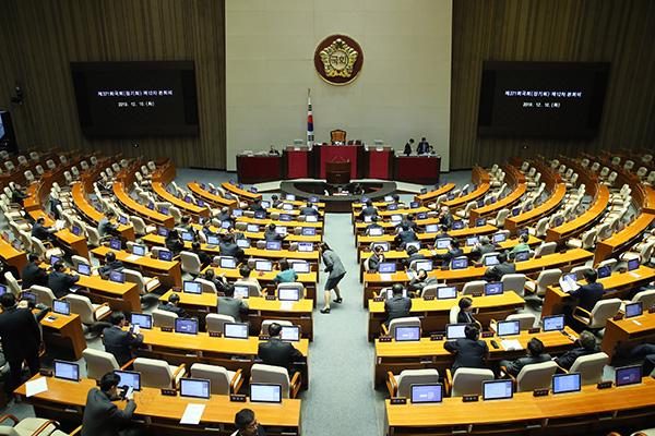 البرلمان يقر مشاريع قوانين لتعزيز سلامة المناطق المدرسية