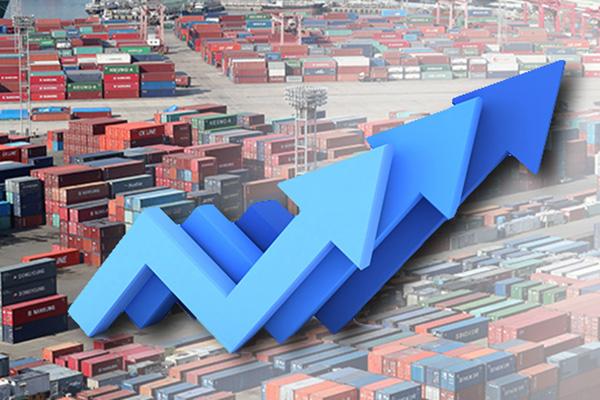 Les exportations démarrent le mois sur les chapeaux de roues