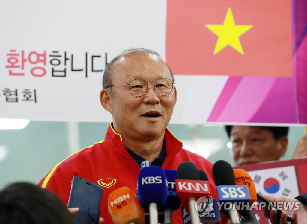Coach Park Visits S. Korea with Vietnamese Team for Training