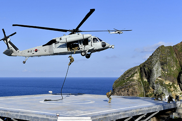كوريا الجنوبية تجري مناورات دفاعية بالقرب من جزر دوكدو