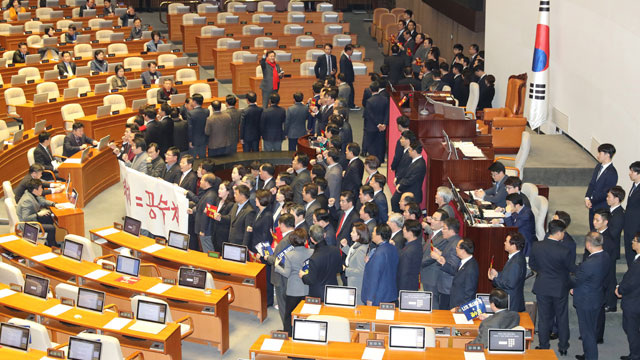 LKP Lawmakers Occupy Speaker's Podium to Block Key Bill Passage