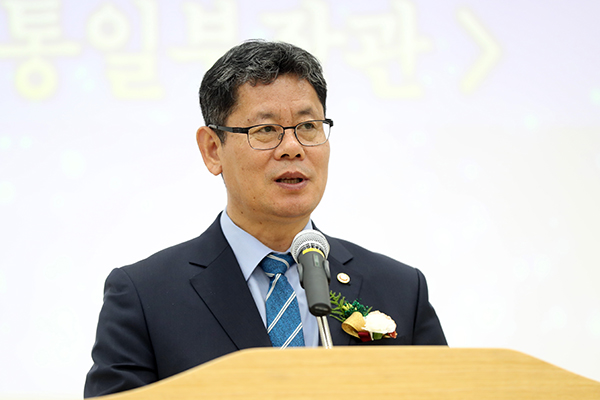 Unification Minister Hopes for Completion of Inter-Korean Railway Linkage Project