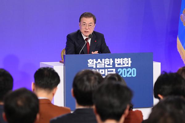文大統領「南北協力強化は対北韓制裁免除への道」