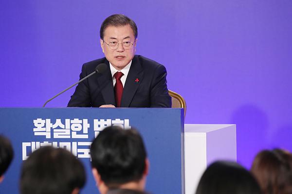Moon Jae In ofrece una rueda de prensa con motivo de Año Nuevo
