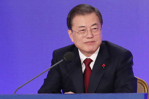 Moon Presses Chief Prosecutor to Join Reform Drive