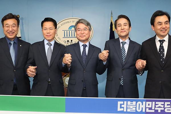 """민주 육동한·한경호·한명진 입당…""""경제정책 뒷받침할 전문가"""""""