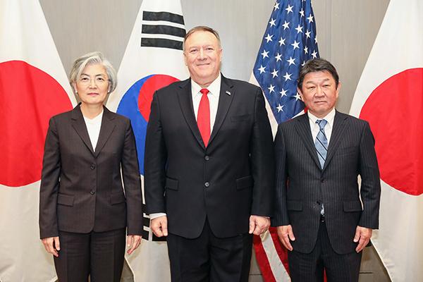 Cancilleres de Corea, EEUU y Japón hablan de comercio y estrategia regional