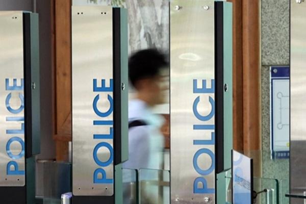 검찰,'하명수사' 의혹 경찰청 압수수색..황운하에 출석 통보