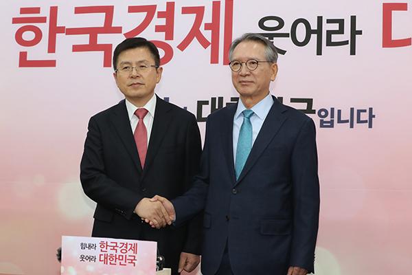 """민주, 전략공천 15곳…김형오 """"어떤 비판도 감수"""""""