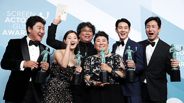 Cast of 'Parasite' Wins SAG Outstanding Performance Prize