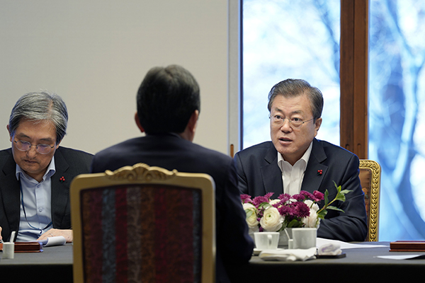 文大統領「韓国経済に回復の兆し」 経済分野の成果に自信