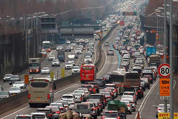 调查:春节连休开始前一天最易发生交通事故