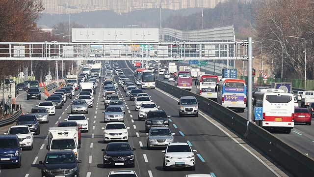 Heavy Traffic Jams Nationwide on 1st Day of Lunar New Year Holiday