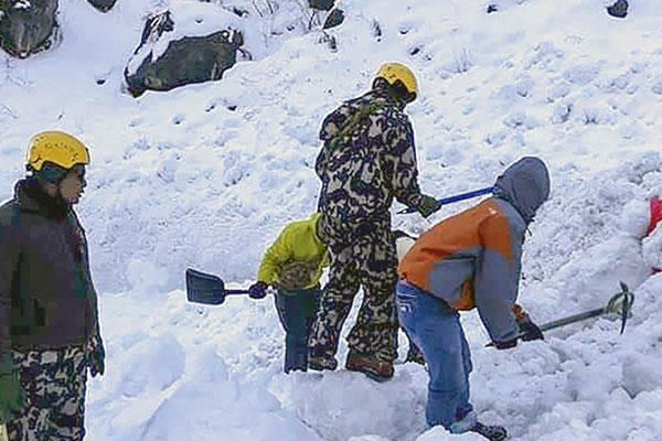 アンナプルナ登山隊の捜索 いったん中断