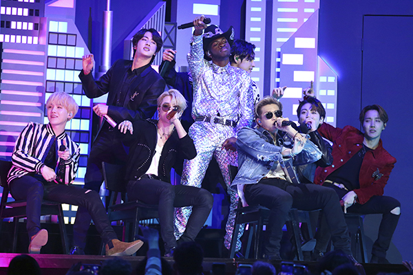 BTS là ca sĩ Hàn Quốc đầu tiên biểu diễn tại lễ trao giải Grammy