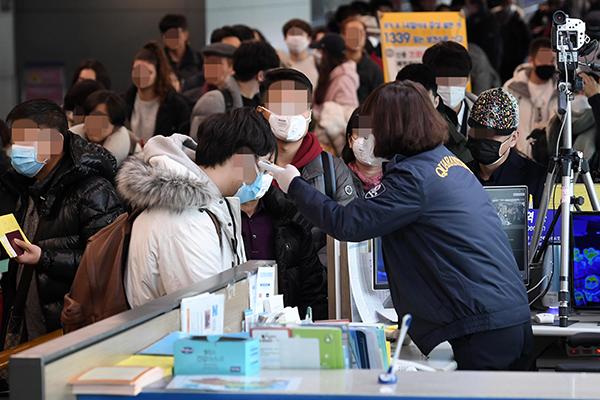 Tăng cường kiểm dịch với mọi hành khách nhập cảnh từ Trung Quốc