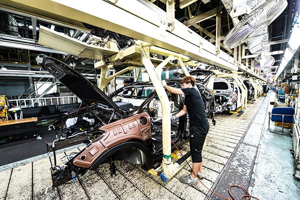 新型コロナウイルス 自動車メーカー、部品不足で工場停止も