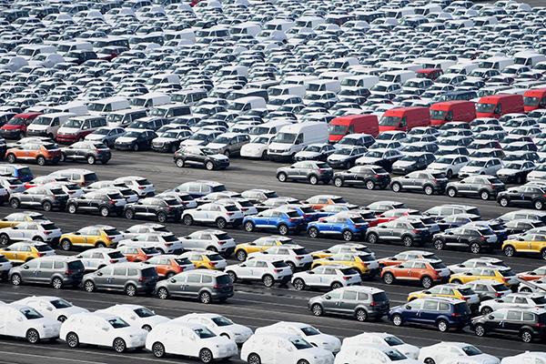 В автомобильной отрасли продолжается спад