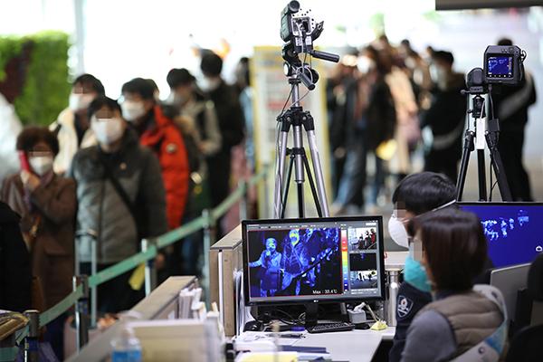 Корейские медики пришли к выводу о низкой вероятности распространения короновируса воздушно-капельным путём