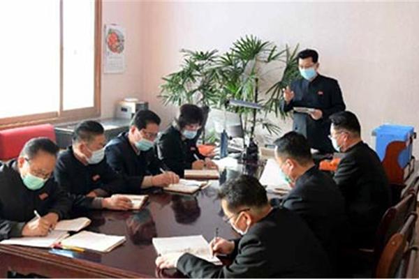 Nordkorea verordnet Mundschutzpflicht im Pjöngjanger Bahnhof