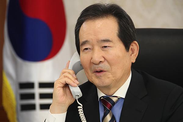 """정 총리, 우한교민 이송 전세기 기장에 전화…""""용기·희생 감사"""""""