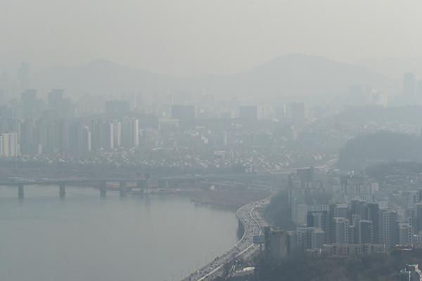 Día nublado y mala calidad de aire