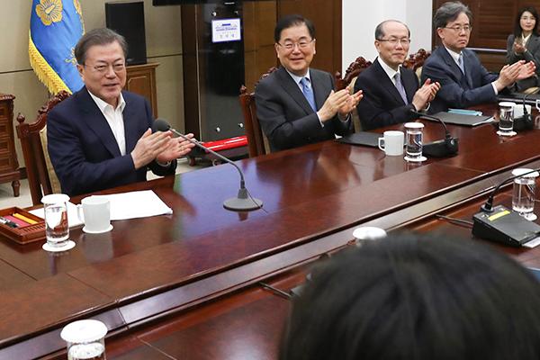 """Präsident Moon lädt """"Parasite""""-Regisseur Bong ins Chong Wa Dae ein"""