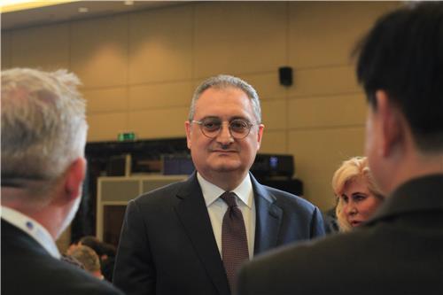 كبار الدبلوماسيين من الولايات المتحدة وروسيا يناقشون قضايا شبه الجزيرة الكورية