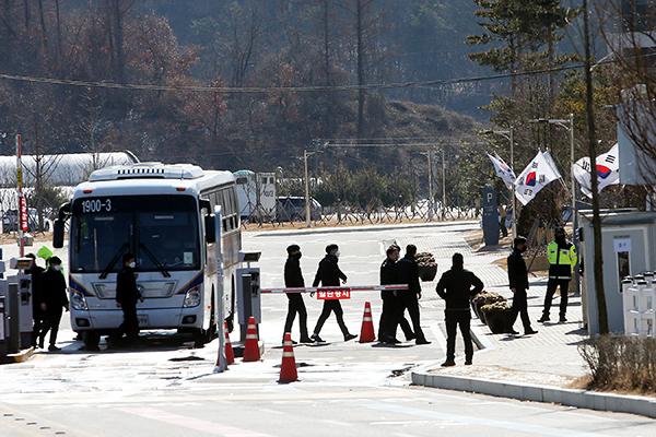 Evacuees from Wuhan Likely to Stay in S. Korea after Scheduled Discharge