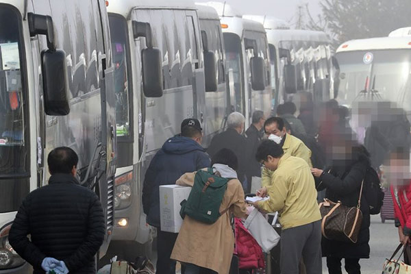 First Group of 366 Wuhan Evacuees Released from Quarantine