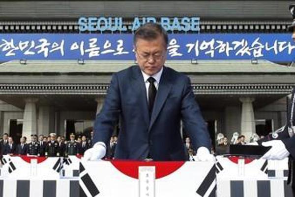 Les restes de 68 soldats sud-coréens reviennent aujourd'hui en Corée du Sud avec Moon Jae-in