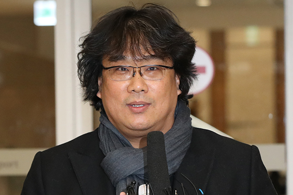 Режиссёр Пон Чжун Хо вернулся из поездки в США