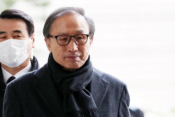 Tòa phúc thẩm tuyên cựu Tổng thống Lee Myung-bak 17 năm tù giam