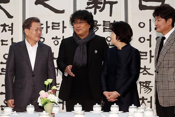 El presidente promete impulsar la libertad creativa del cine