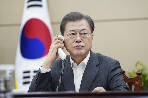 Lãnh đạo Hàn-Trung điện đàm nhất trí tăng cường hợp tác phòng dịch corona-19