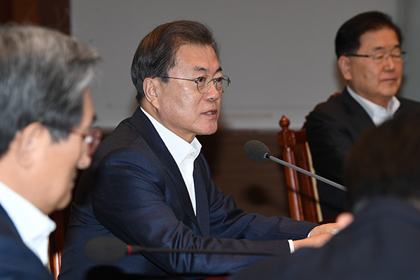Moon Urges Bold Fiscal Injection, Extra Budget if Necessary
