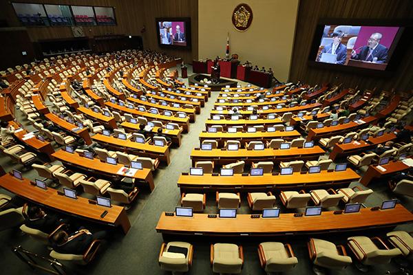البرلمان الكوري يبدأ جلسة استجواب
