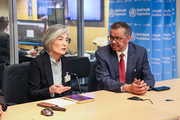 Außenministerin und WHO-Chef sprechen über Kooperation im Kampf gegen Covid-19