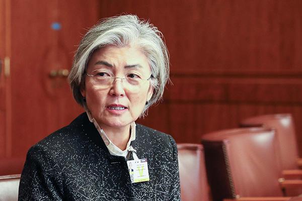 Кан Гён Хва провела телефонный разговор с Ван И