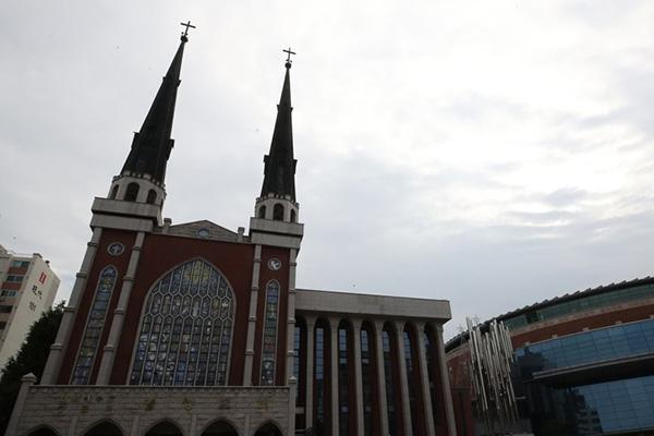 访问清道大南医院的首尔明声教会副牧师感染新冠肺炎
