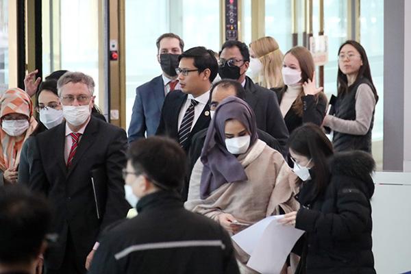 Más países restringen la entrada de viajeros procedentes de Corea