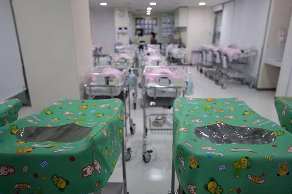 انخفاض الزيادة الطبيعية في عدد السكان الكوريين العام الماضي