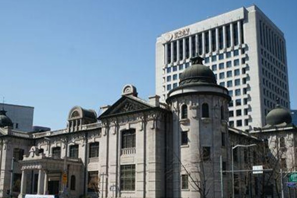 Bank of Korea Slashes Key Rate to Record Low 0.5%