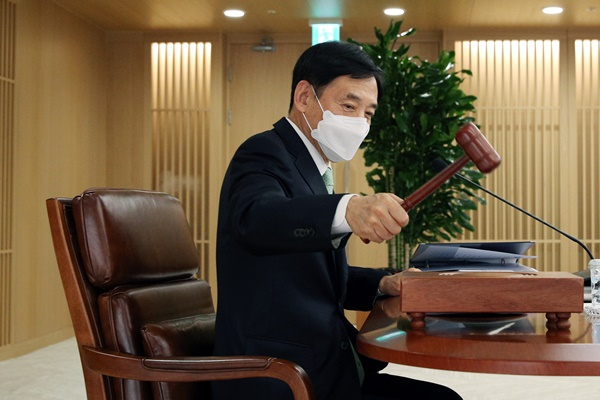 البنك المركزي الكوري يجمد سعر الفائدة الرئيسي