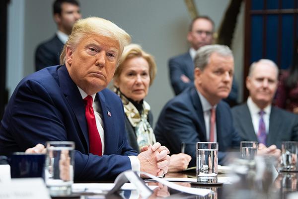 الرئيس ترامب يفكر في مراجعة تنبيهات السفر المفروضة على الصين وكوريا