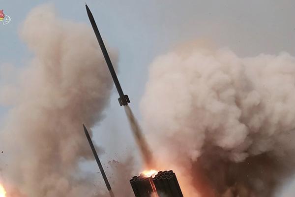 КНДР запустила три неопознанных снаряда в направлении Восточного моря