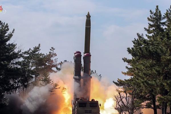 КНДР запустила два неопознанных снаряда в направлении Восточного моря