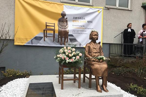 Zweite Statue zum Gedenken an Trostfrauen in Deutschland enthüllt