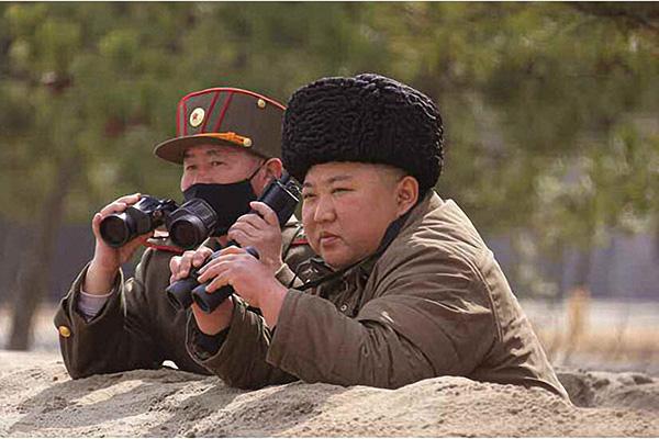 Kim Jong-un Pimpin Langsung Latihan Penembakan Senjata Militer Senin Kemarin