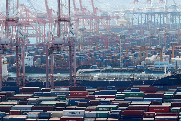 S. Korea's Exports Fall 0.2% in March amid COVID-19 Outbreak